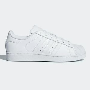 ⭐⭐White Adidas superstars⭐⭐